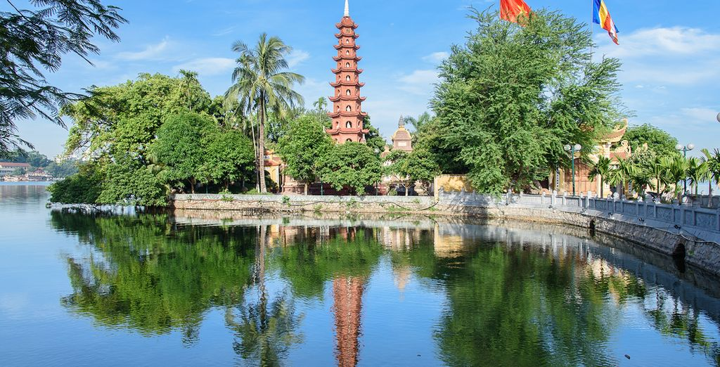 Tran Quoc Pagoda - Hanoi's oldest pagoda on the bank of West Lake
