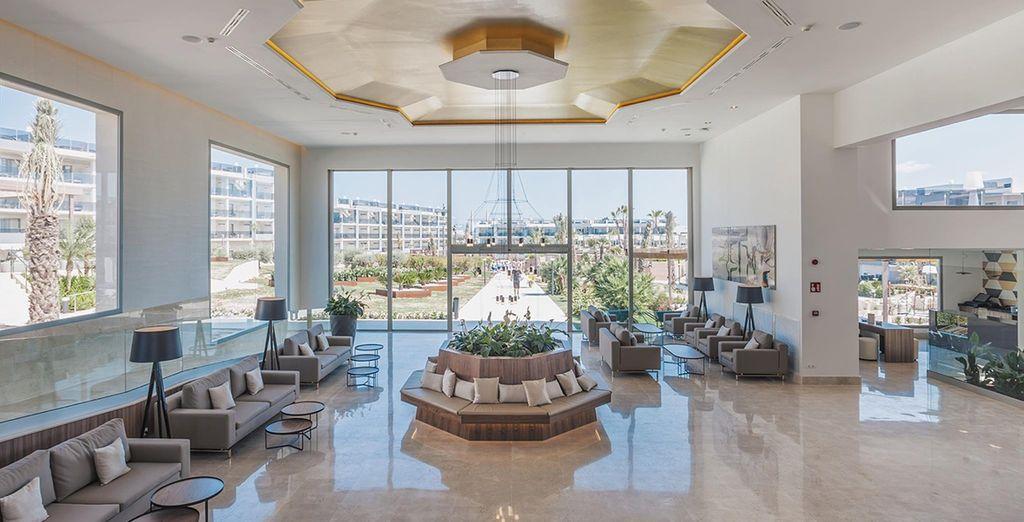 The 5* Zafiro Palace Alcudia, with elegant and contemporary decor
