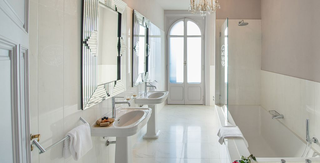 Complete with a chic, ensuite bathroom