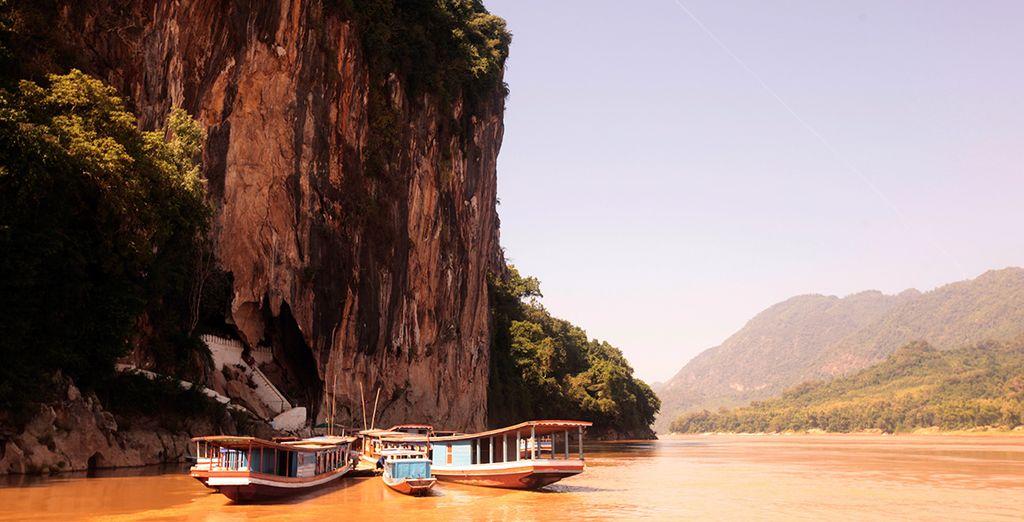 See natural wonders in Laos (Pak Ou Caves)