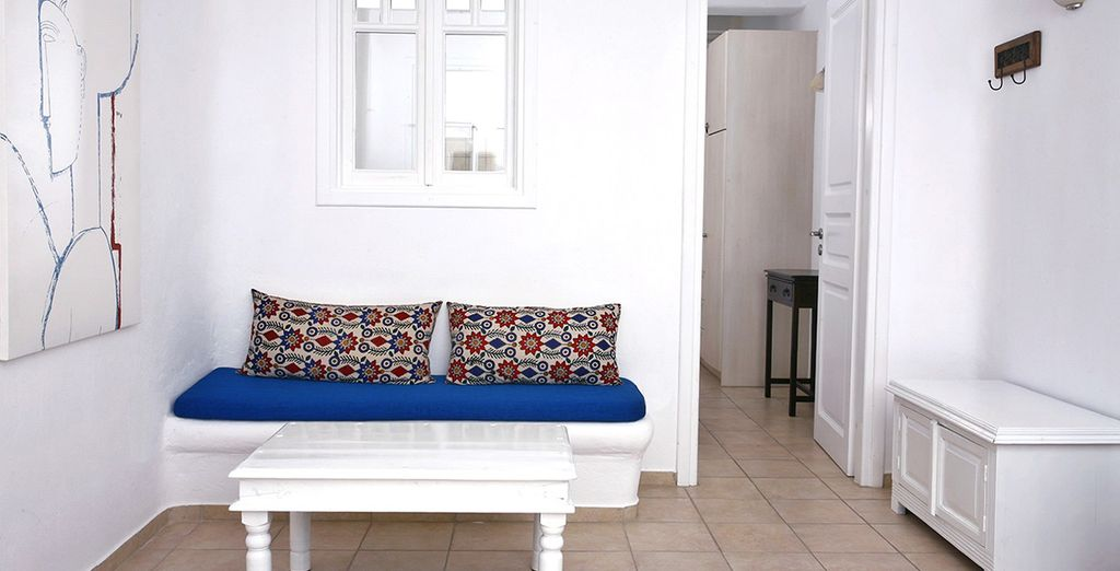 Freshly decorated with traditional Mykonian decor