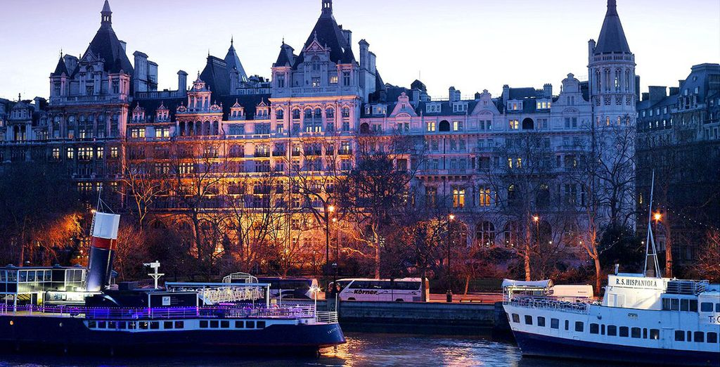 A stunning five-star luxury hotel overlooking the River Thames