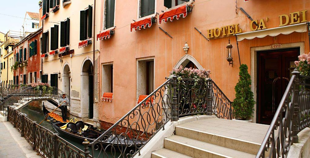 And approach the 18th century building of the Ca'Dei Conti Hotel 4*