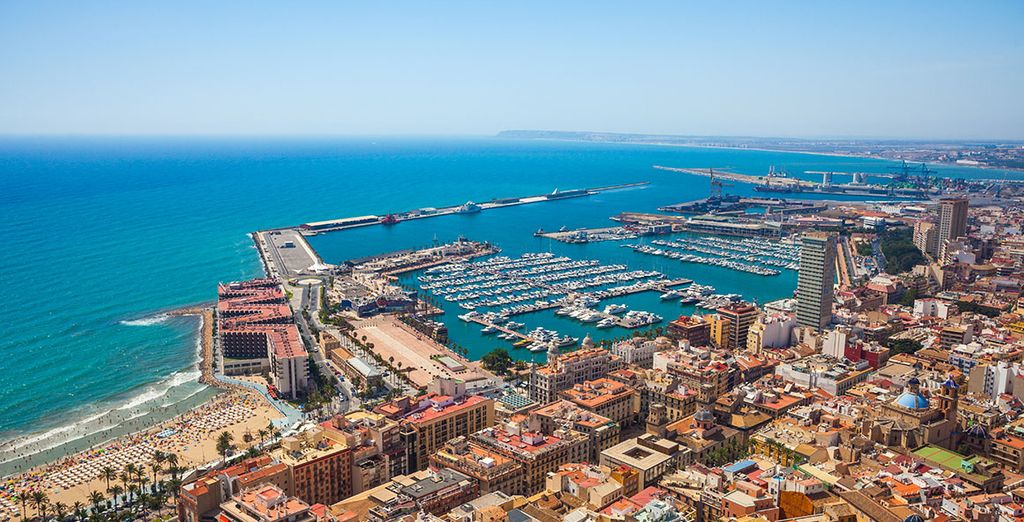 Use car hire to visit beautiful Alicante