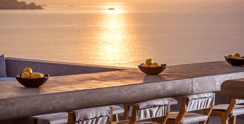 In the evening, admire the fabulous sunset from the hotel bar