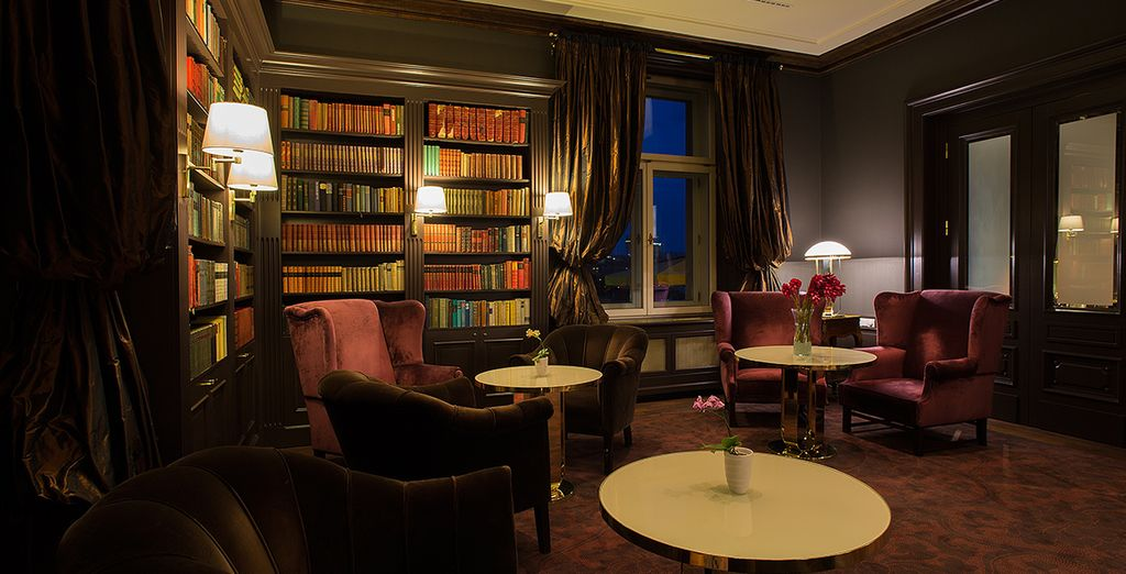 As night falls, enjoy a drink in the library bar