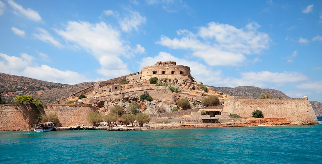 Explore Crete with its most important archaeological sites in the world