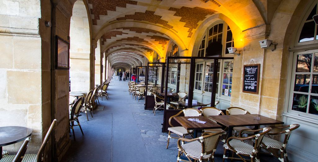 Fancy a spot of lunch in a cafe in the Place de Vosges?