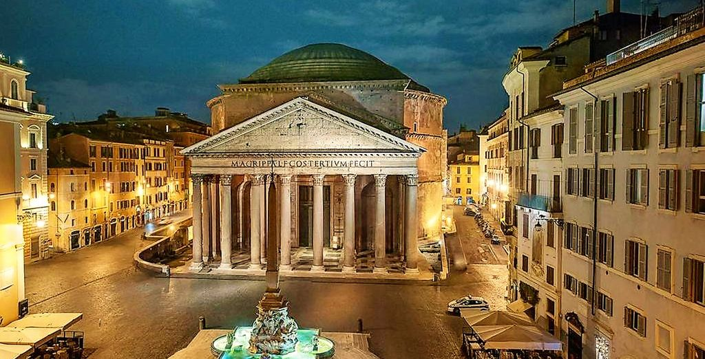 Discover the Pantheon in the charming Piazza della Rotonda in Roma