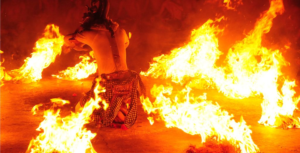 Bali Travel Guide: Traditional Fire Dance