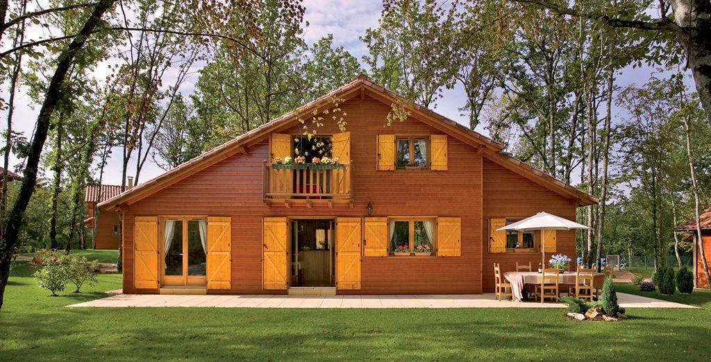 Enjoy a restful stay in a spacious lodge... (Perigord Lodge)