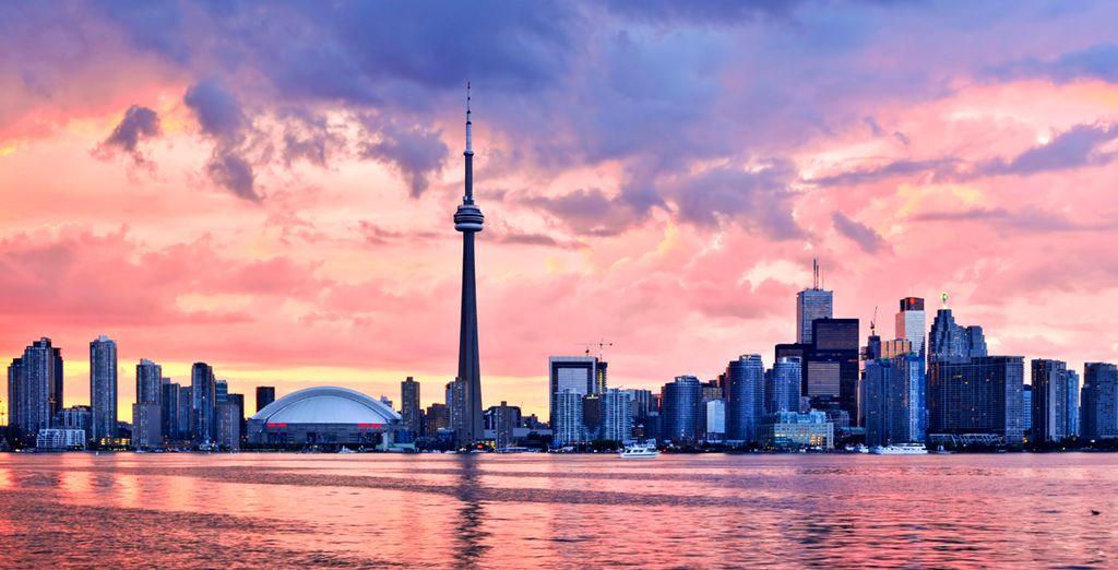 Visit one of Canada's most exciting cities - Toronto - Toronto & Niagara-on-the-Lake 4* Toronto & Niagara on the Lake