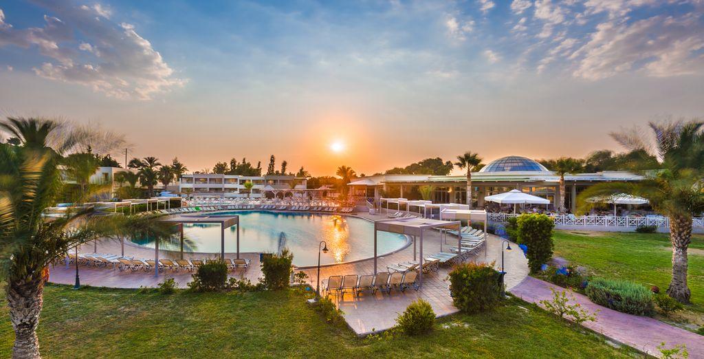 Hotel Kipriotis Maris Suites 5*