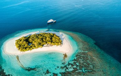 Discovering the Maldives Cruise & Canareef Resort 4*