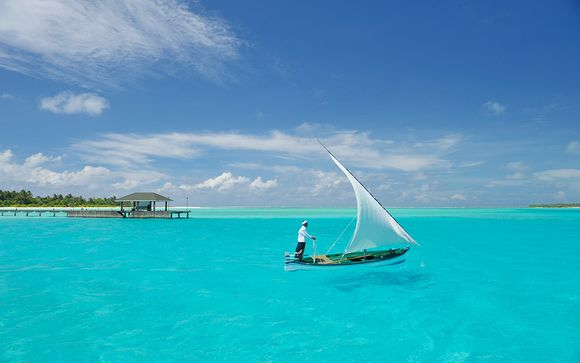Holiday Island Resort & Spa 4*
