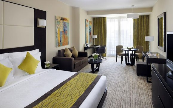 Mövenpick Hotel Jumeirah Lakes Towers 5*
