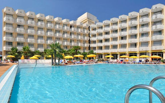 El Hotel GHT Oasis Tossa & Spa 4* le abre sus puertas