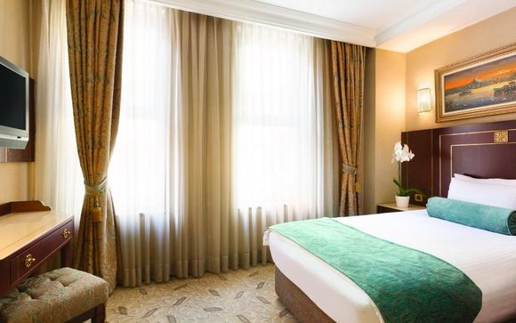 Crowne Plaza Old City 5*