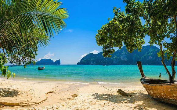 Plage de sable fin et eaux turquoise de l'île de Koh Phi Phi et Khao Lak