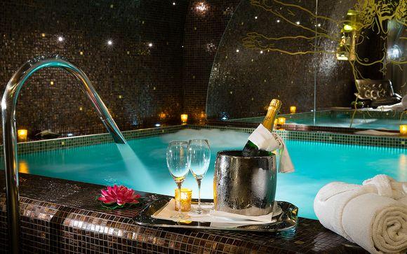Flânez dans l'espace Spa avec piscine chauffée privatisé pour l'occasion...