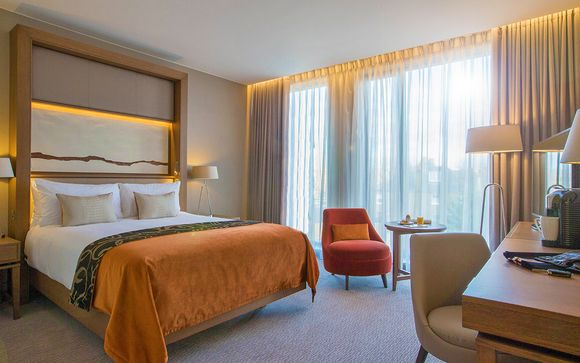 Clayton Hotel Chiswick 4*