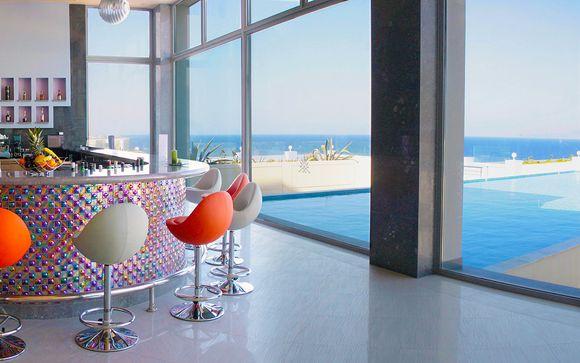 Vista sull'Egeo e relax in spiaggia in moderno 5*