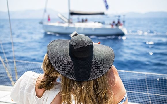 Festa e divertimento tra le onde dell'Egeo