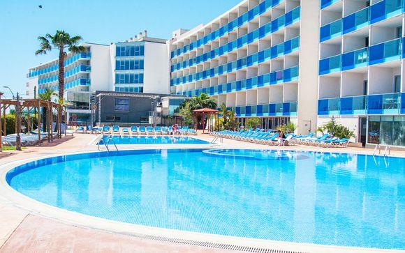 Resort 4* per famiglie affacciato sul mare con pensione completa