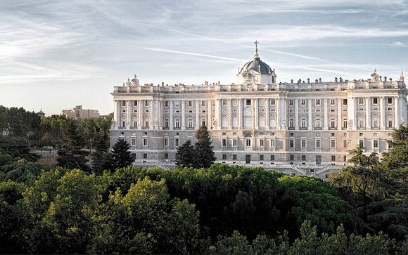 Central Location with Royal Palace Views