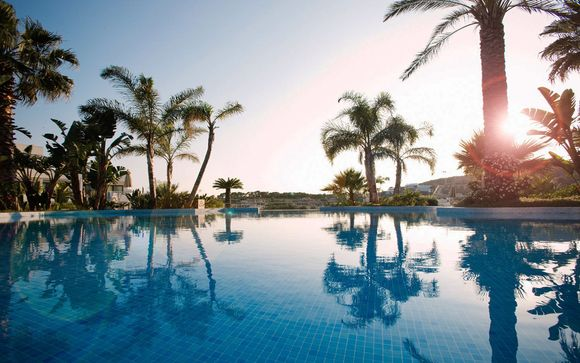 Relaxing Seaside Stay with Free Spa Access
