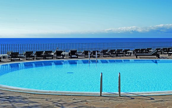 Oceanfront Hotel close to Historic Funchal